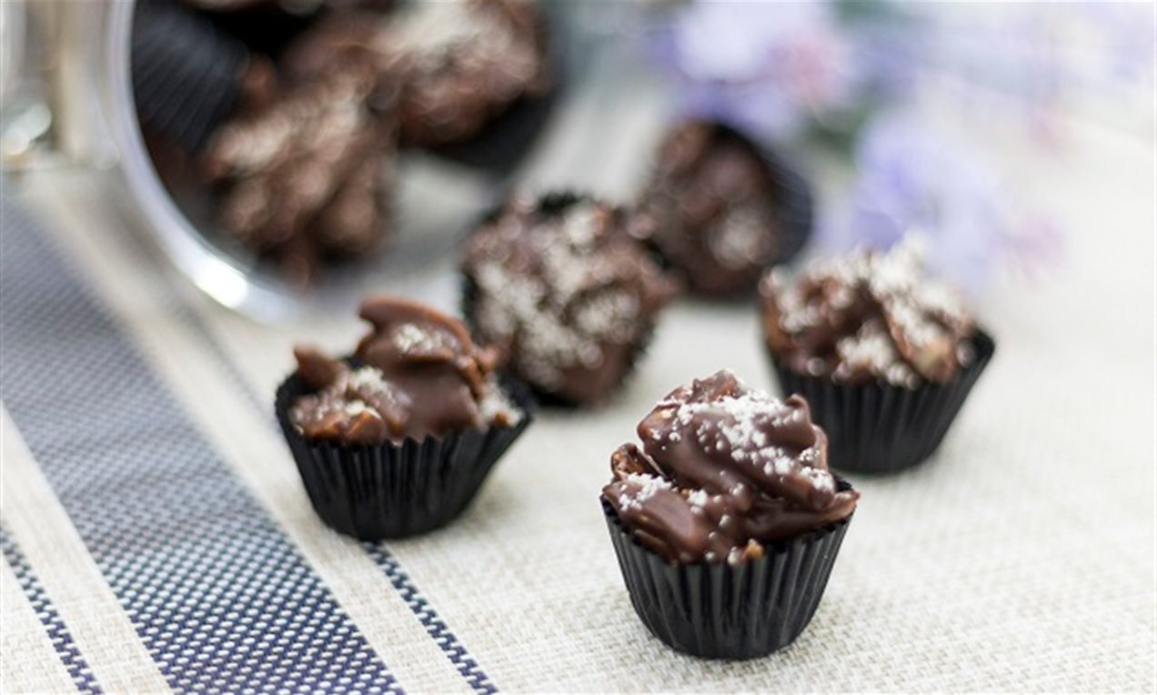 almond chocolate cups